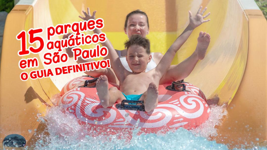 garoto em toboágua com sua mãe em cima de uma boia caindo na piscina