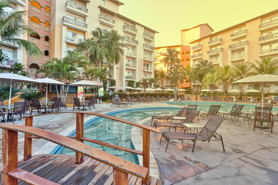 Área de piscinas do hotel Nobile